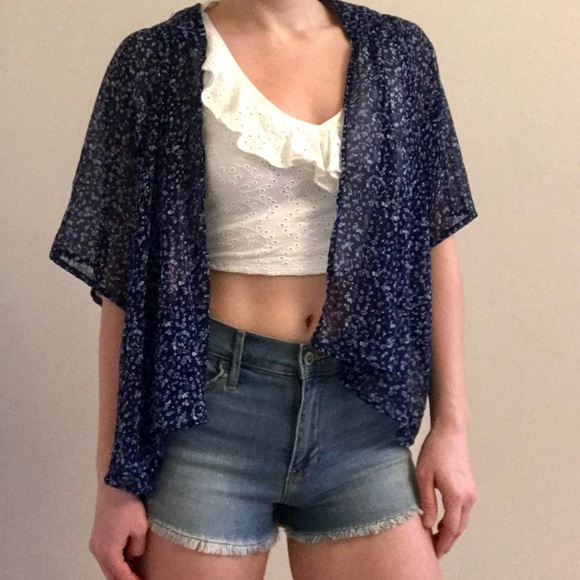 SO Tops - Flowy kimono style floral top